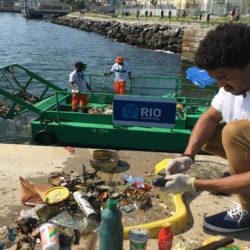 Coleta de lixo marinho flutuante