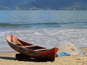 Com quantas memórias se faz uma canoa